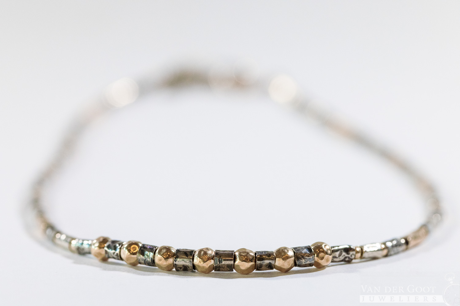 No. 220 Jeh Collier buisjes zilver oxy + Goldfilled  44 - 47 cm  €199,-