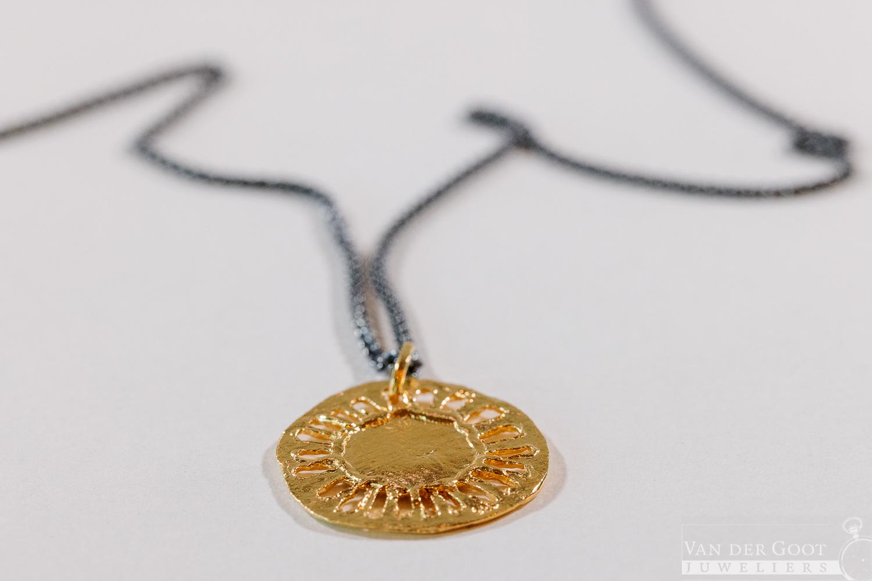 No. 337 Jeh Collier zonnetje zilver oxy met zilver verguld  60 cm  €119,-