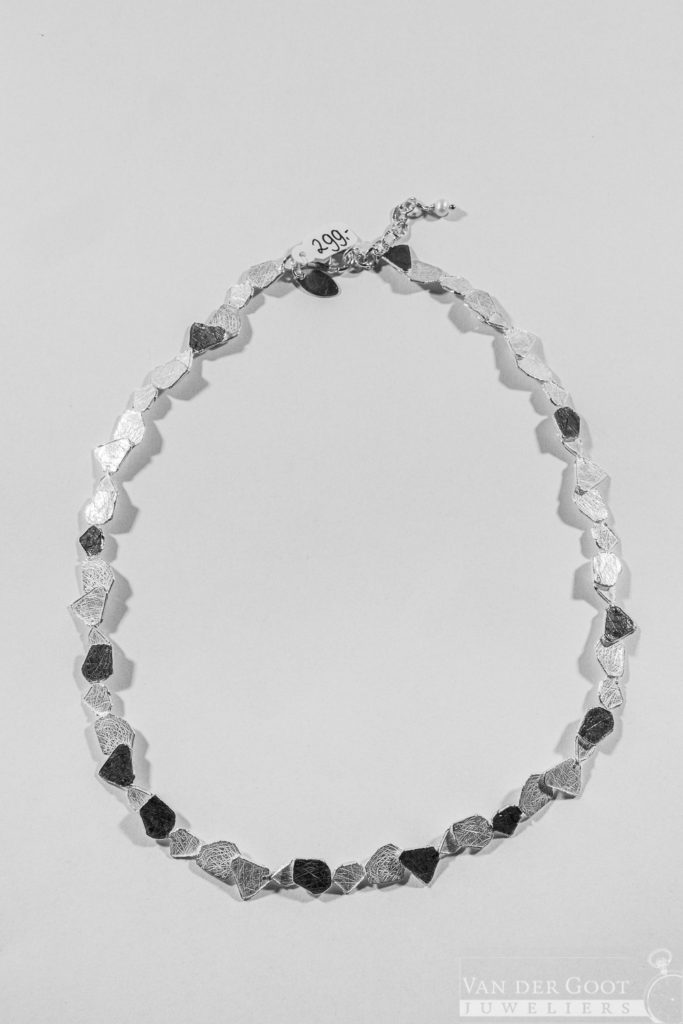 No. 181 Jeh Collier zilver oxy / wit   42 cm  €299,-