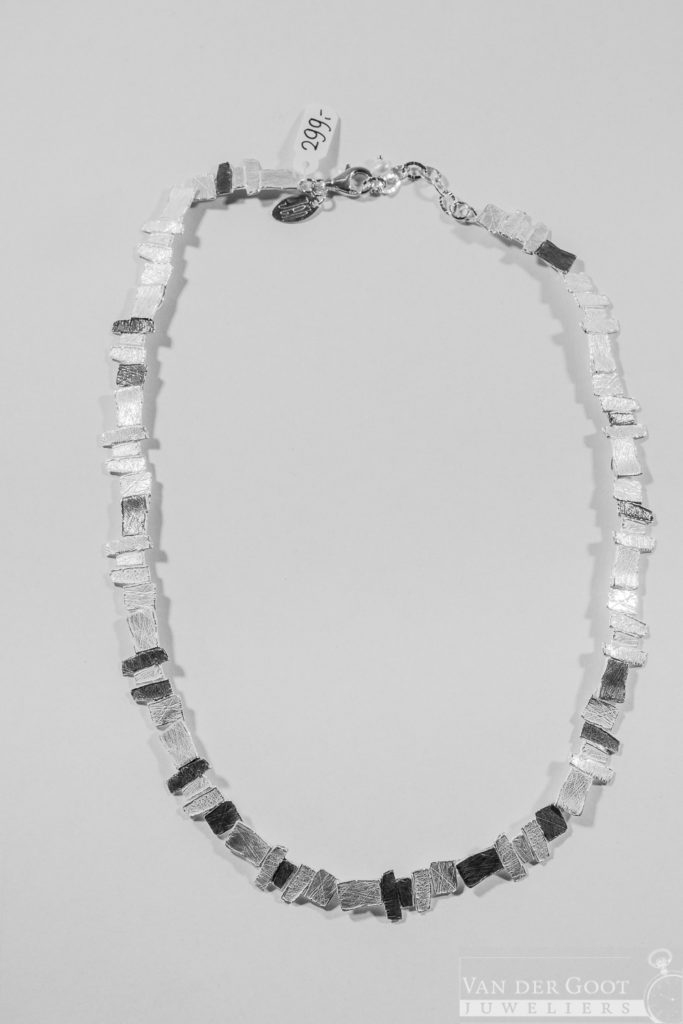 No. 179 Jeh Collier zilver oxy / wit   42 cm   €299,-