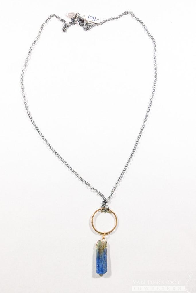 No. 325 Jeh Collier zilver oxy + Goldfilled / Kyaniet   80 cm inclusief hanger  €109,-