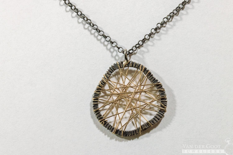 No. 138 Jeh Collier zilver met web van Goldfilled   45 cm  €99,-