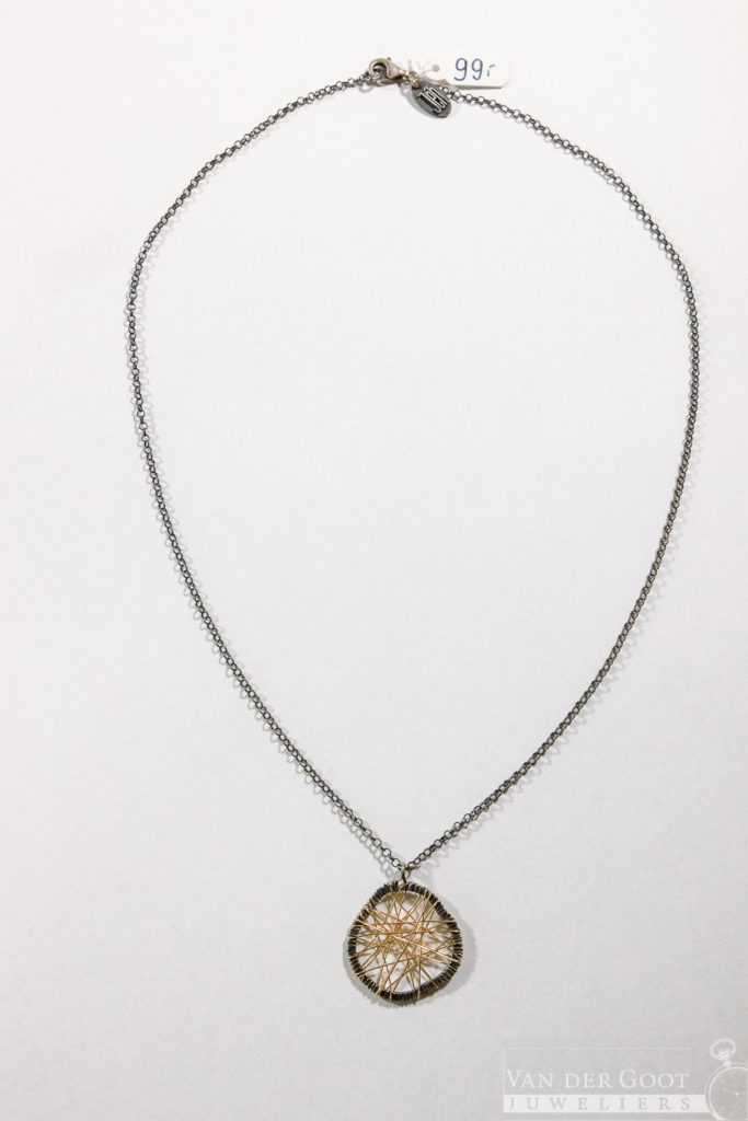 No. 138 Jeh Collier zilver met web van Goldfilled.  45 cm  €99,-