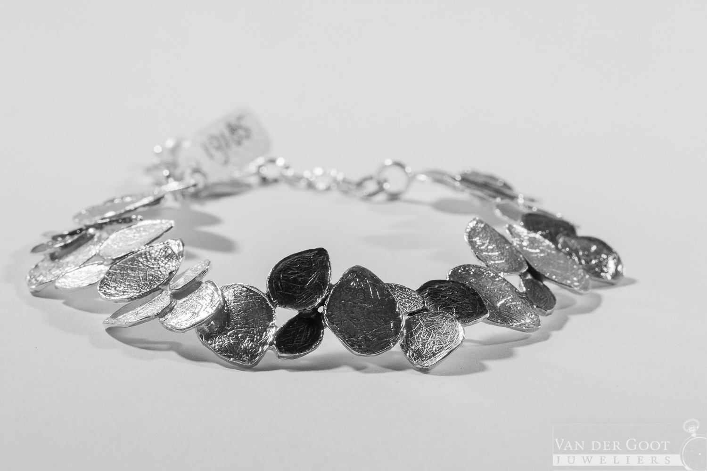 No. 185 Jeh Armband zilver oxy / wit 19,5 cm  €209,-