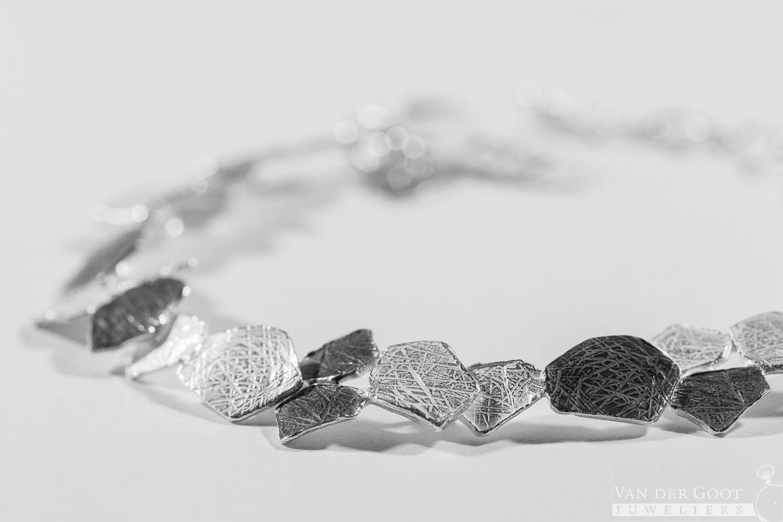 No. 289 Jeh Armband zilver oxy / wit 18 cm  €159,-